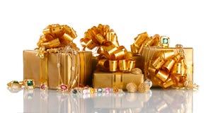 olika gåvaguldsmycken arkivbilder