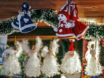 Olika garneringar som göras för jul Royaltyfria Bilder