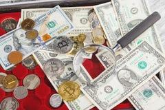 Olika guld- och silverför mynt och amerikanska dollar Fotografering för Bildbyråer