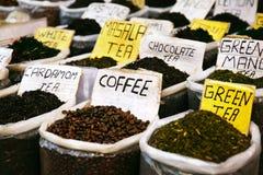 olika indiska kryddor Arkivbilder
