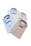 olika isolerade skjortor Royaltyfri Foto