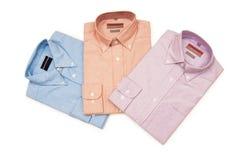 olika isolerade skjortor Arkivfoton