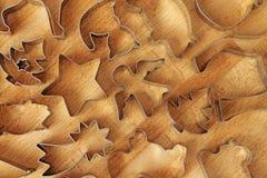 Olika kakaformer på träbakgrund royaltyfria foton
