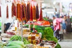 Olika kryddor på bondemarknad i Georgia Royaltyfri Bild
