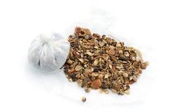 Olika kryddor på vit bakgrund Fotografering för Bildbyråer