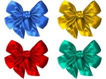 4 olika kulöra pilbågar av satängsilke Arkivfoton