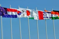 olika landsflaggor Arkivbild