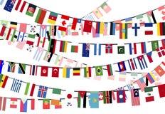 Olika landsflaggor på repen Arkivfoto