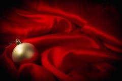 Olika leksaker på brännhet röd bakgrund för nytt år Royaltyfria Bilder