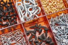Olika metallskruvar arkivfoto
