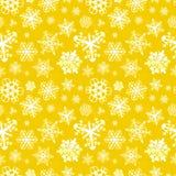 Olika moderna snöflingor på gul bakgrund stock illustrationer