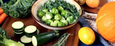 Olika nya grönsaker och frukter Arkivfoto