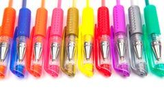 Olika pennor och blyertspennor som isoleras på vit bakgrund Fotografering för Bildbyråer