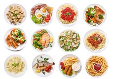 Olika plattor av mat som isoleras på vit bakgrund, bästa sikt arkivbilder