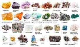 Olika rå gemstones och kristaller med namn Royaltyfri Fotografi