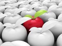 Olika röda Apple ut från andra som är vita Royaltyfri Fotografi
