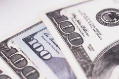 Olika sedlar 100 dollar Arkivbild