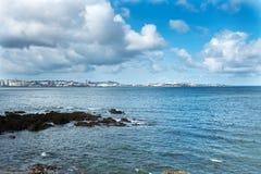 Olika sikter av en strand från en sommarsemesterort i La Coruna skäller Arkivfoto