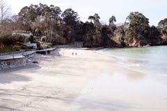 Olika sikter av en strand från en sommarsemesterort i La Coruna skäller Royaltyfria Foton