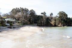 Olika sikter av en strand från en sommarsemesterort i La Coruna skäller Arkivbild