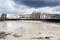 Olika sikter av en strand från en sommarsemesterort i La Coruna skäller Royaltyfri Foto