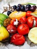 Olika slag av rutten frukt och grönsaker fotografering för bildbyråer