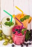Olika smoothies i exponeringsglas Royaltyfri Bild