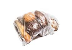 Olika sorter av bröd i genomskinlig plastpåse Royaltyfri Foto