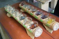 Olika sorter av kaffe och utslagsplatsen Royaltyfria Bilder