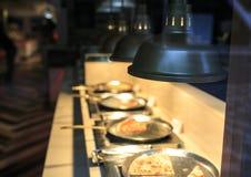 Olika sorter av pizza i en restaurang Royaltyfri Fotografi