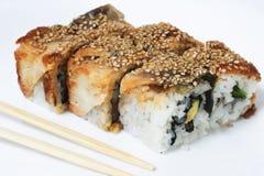 Olika sorter av sushi och sashimien Arkivfoton