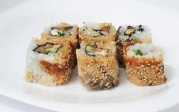 Olika sorter av sushi och sashimien Royaltyfri Bild