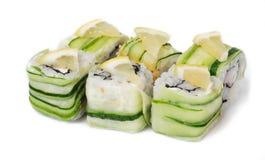 Olika sorter av sushi och sashimien Arkivfoto
