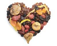 Olika torkade frukter i formen av hjärtor royaltyfri bild
