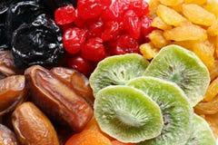 Olika torkade frukter som bakgrund Sund livsstil arkivfoton