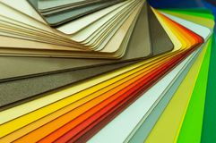 Olika träprövkopior för möblemang Val av olika färger och texturer Inredesign och möblemanggarnering Arkivfoton