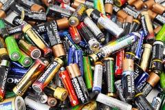 Olika typer av använda batterier som är klara för återanvändning Royaltyfri Fotografi