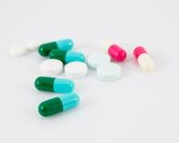 Olika typer av droger på vit bakgrund Royaltyfri Bild