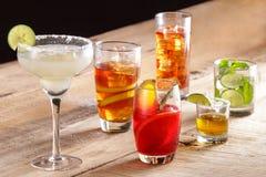 Olika typer av drycker för uppfriskningar royaltyfria bilder