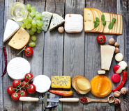 Olika typer av ost med tom utrymmebakgrund Fotografering för Bildbyråer