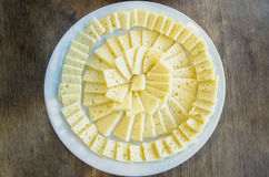 Olika typer av ost på en träbakgrund royaltyfri bild