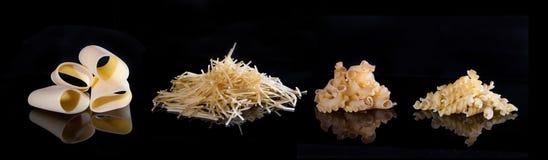 Olika typer av pasta Isoleringen på svarten Arkivbild