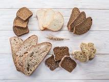 Olika typer av skivat bröd arkivbild