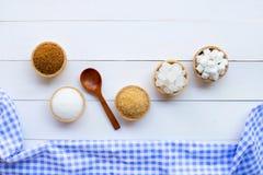 Olika typer av socker p? tr? royaltyfri foto