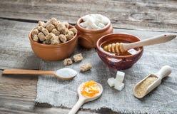 Olika typer och former av socker Arkivbilder