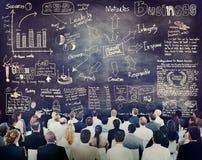 Olikt affärsfolk i en ledarskapsutbildning Arkivbilder