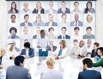Olikt affärsfolk i ett möte Arkivbild