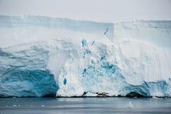 Olikt bildar av isberg, Antarktis Arkivbilder