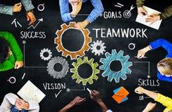 Olikt folk i ett möte- och teamworkbegrepp vektor illustrationer