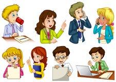 Olikt folk som arbetar i ett kontor Royaltyfri Foto